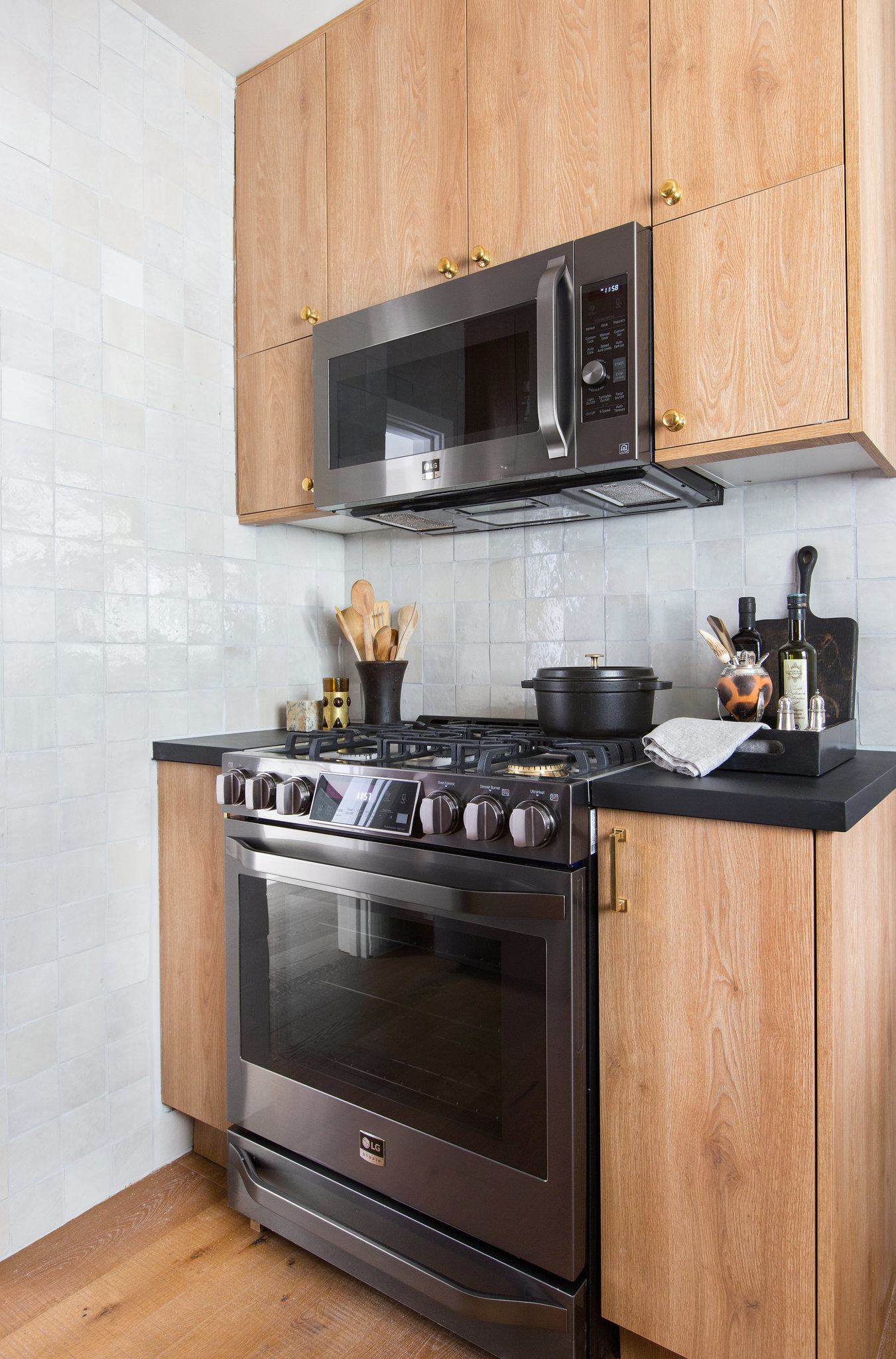 The Vintage and Stunning Kitchen at Nate Berku's Colonial House Stunning Kitchen The Vintage and Stunning Kitchen at Nate Berkus's Colonial House la 1519342591 pbuuqv52dm snap image