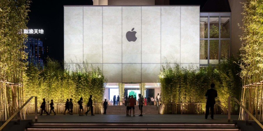 This Apple Store in Macau Would Make Steve Jobs Proud! Apple Store This Apple Store in Macau Would Make Steve Jobs Proud! Inside Apple Store Atrium in Macau by Foster Partners 1