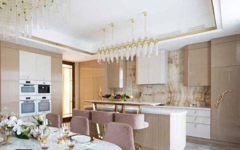 A Luxury Kitchen Where Gold and Coral Create a Stunning Environment luxury kitchen A Luxury Kitchen Where Gold and Coral Create a Stunning Environment 2 480x300