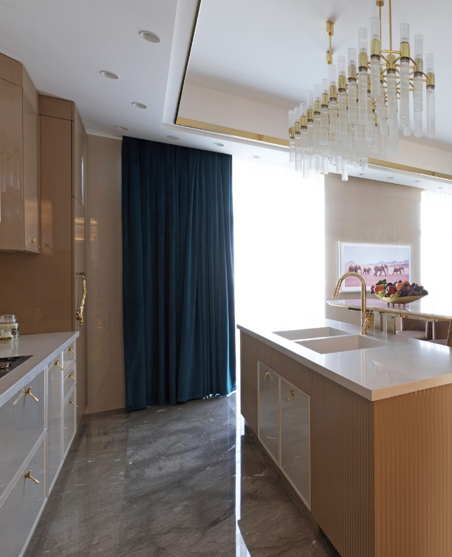 A Luxury Kitchen Where Gold and Coral Create a Stunning Environment luxury kitchen A Luxury Kitchen Where Gold and Coral Create a Stunning Environment 3
