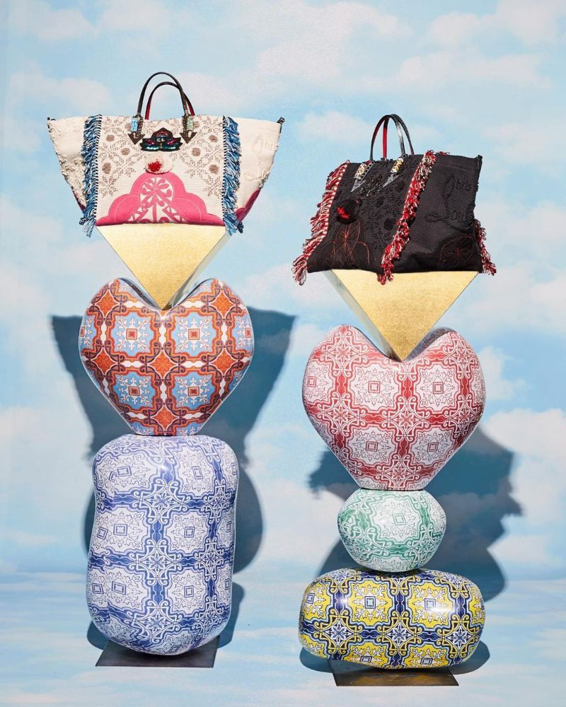 Louboutin Launched a Stunning Bag Inspired by Portuguese Craftsmanship portuguese craftsmanship Louboutin Launched a Stunning Bag Inspired by Portuguese Craftsmanship Louboutin Launched a Stunning Bag Inspired by Portuguese Craftsmanship 2