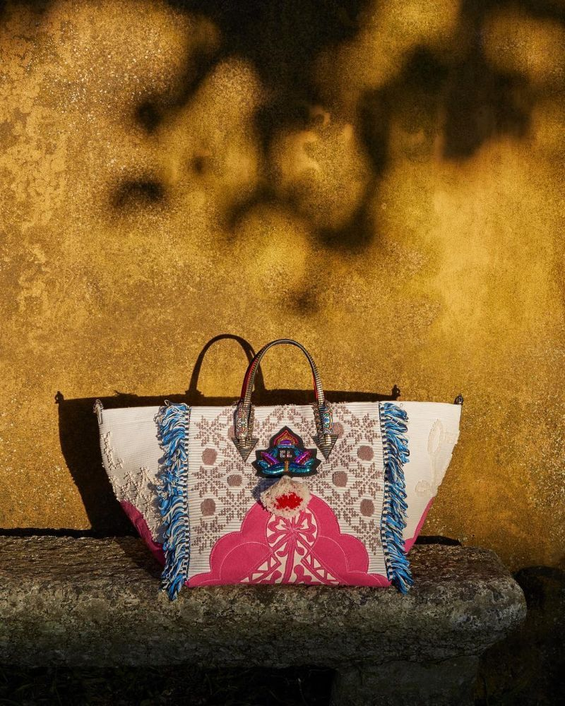 Louboutin Launched a Stunning Bag Inspired by Portuguese Craftsmanship portuguese craftsmanship Louboutin Launched a Stunning Bag Inspired by Portuguese Craftsmanship Louboutin Launched a Stunning Bag Inspired by Portuguese Craftsmanship 4