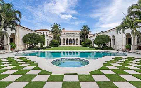 high-decor Get Some High-Decor Inspiration From This Palm Beach Mansion Get Some High Decor Inspiration From This Palm Beach Mansion 1 480x300