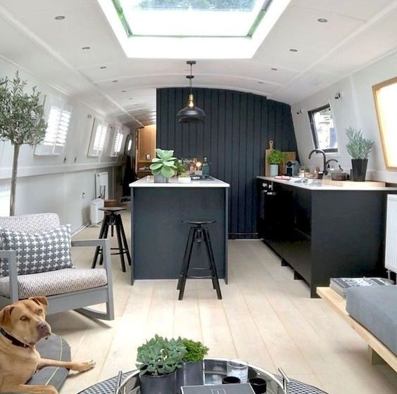 Travel in Style With These Amazing Campervan Interiors campervan interiors Travel in Style With These Amazing Campervan Interiors 7c9bd1acb5a973dc3c19f6d267d598a8 564x560