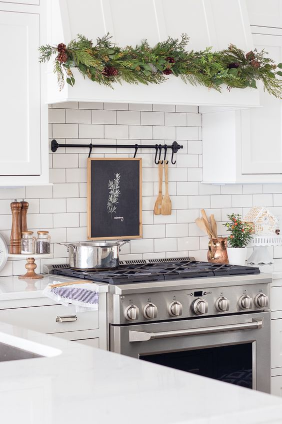 Christmas Kitchen Decor Ideas You'll Love christmas kitchen decor ideas Christmas Kitchen Decor Ideas You'll Love 3727f8f55d5823ef281666e8c8d6970f