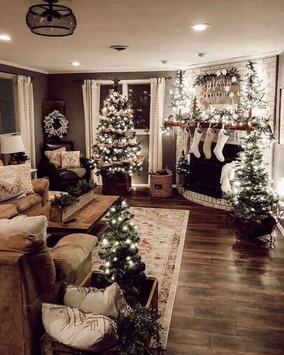 Holiday Home Design Ideas:  Christmas Living Room Decor To Celebrate The Holidays In Style