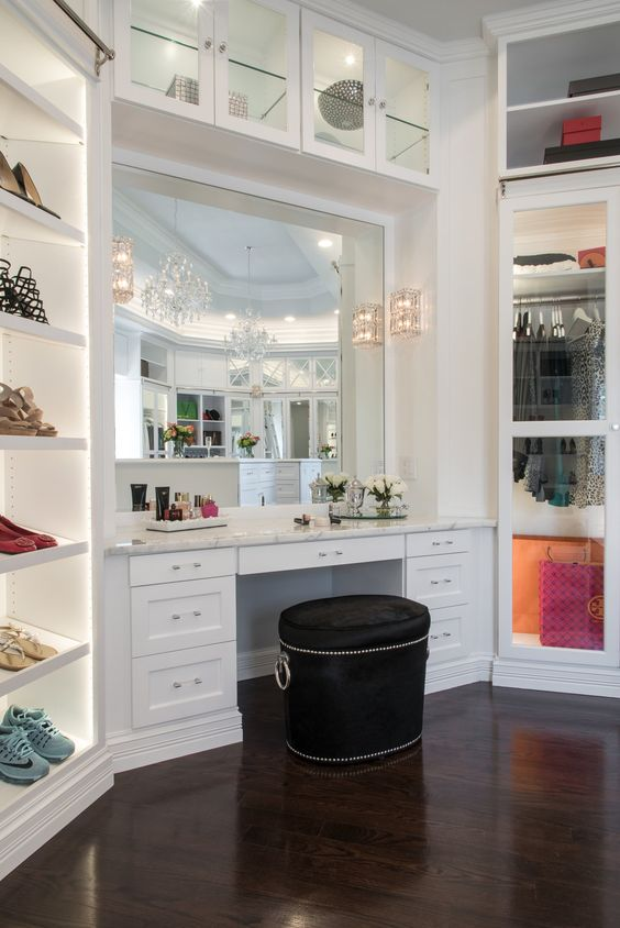 Tips To Creating A Seamless Walk-in Closet Design walk-in closet design Tips To Creating A Seamless Walk-in Closet Design aacf4142b7315c54a576eedc9741fd89