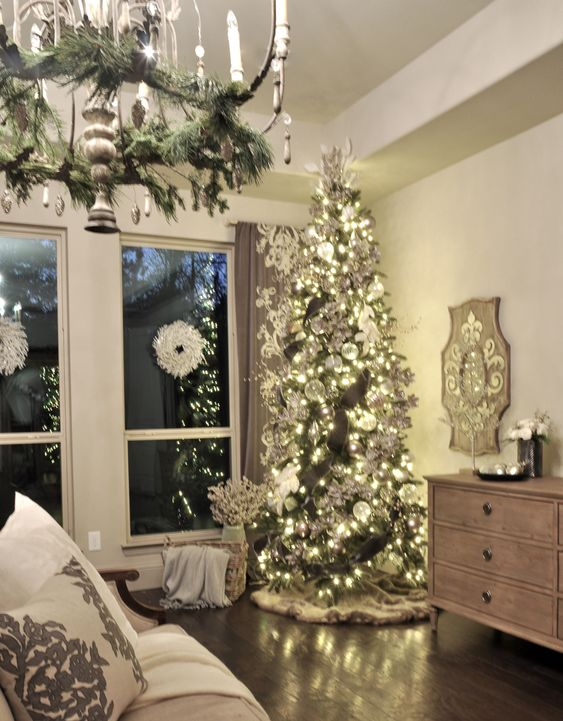 Christmas Living Room Décor To Celebrate The Holidays In Style christmas living room decor Christmas Living Room Décor To Celebrate The Holidays In Style b89592949a0fdd7a63b972945645d764