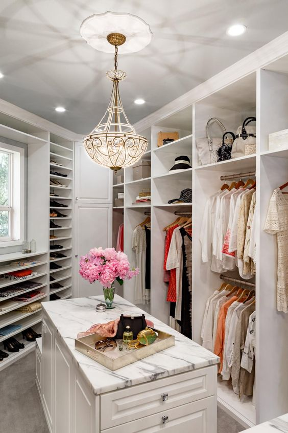 Tips To Creating A Seamless Walk-in Closet Design
